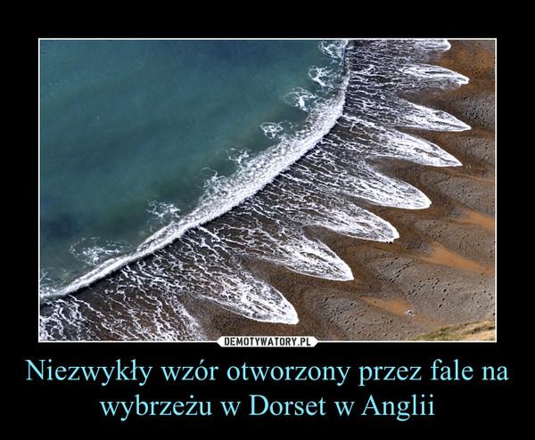 Niezwykły wzór otworzony przez fale na wybrzeżu w Dorset w Anglii –