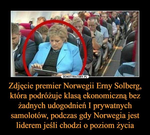 Zdjęcie premier Norwegii Erny Solberg, która podróżuje klasą ekonomiczną bez żadnych udogodnień I prywatnych samolotów, podczas gdy Norwegia jest liderem jeśli chodzi o poziom życia –