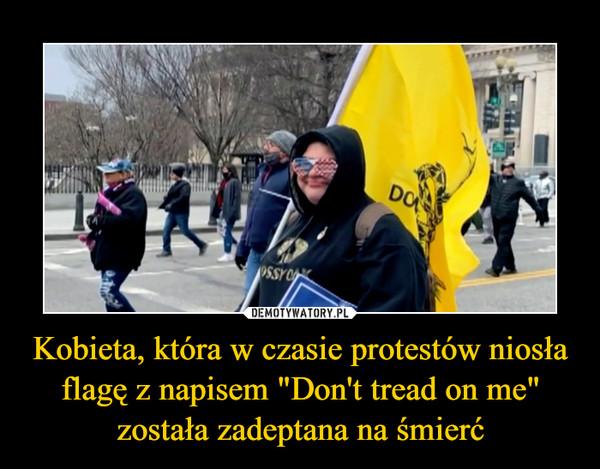 """Kobieta, która w czasie protestów niosła flagę z napisem """"Don't tread on me"""" została zadeptana na śmierć –"""