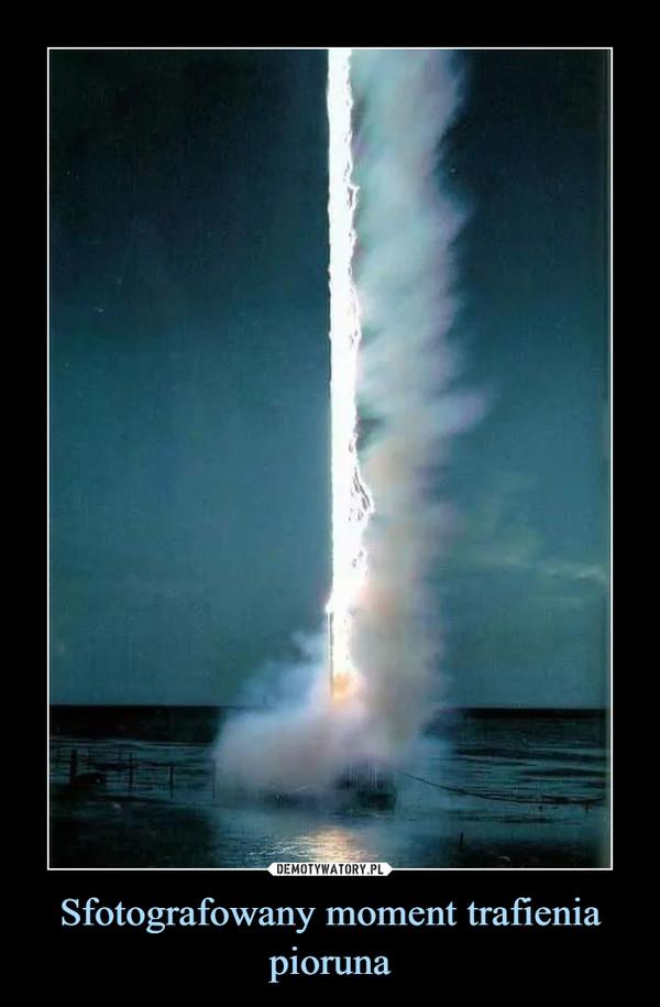 Sfotografowany moment trafienia pioruna –